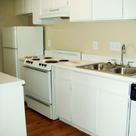 Pearland Apartments: Royal Oaks Of Pearland, Pearland, TX
