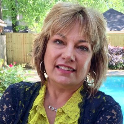 CLICK to visit Leslie Keyes's Realtor® Profile Page