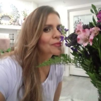CLICK to visit Paula Estrada's Realtor® Profile Page
