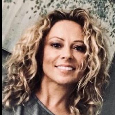 CLICK to visit Eva Nieczyperowicz's Realtor® Profile Page