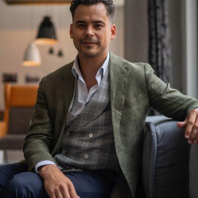 CLICK to visit Martin Ruiz's Realtor® Profile Page