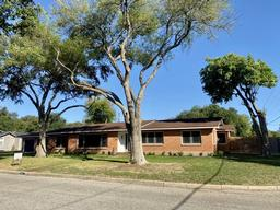 1817 Encino Ave, Alice TX 78332