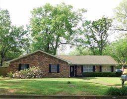 1208 maywood, longview, TX 75604