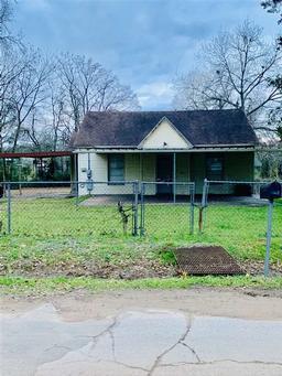 342 s live oak, carthage, TX 75633