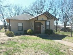 508 E Highland Avenue, Comanche TX 76442