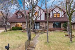 2304 wakeforest court, arlington, TX 76012