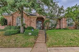 2418 park run drive n, arlington, TX 76016
