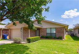 135 azalea drive, brownwood, TX 76801
