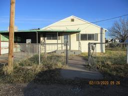 305 W 4th St, Wickett, TX 79788