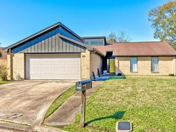 3837 Hollow Bend Ct