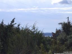 000 scenic harbour dr, lakehills, TX 78063