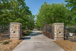 165 brush creek dr, azle, TX 76020