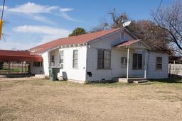 901 Elm St, Miles, TX 76861
