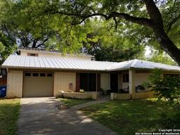 1216 Cheryl Dr, Pleasanton TX 78064