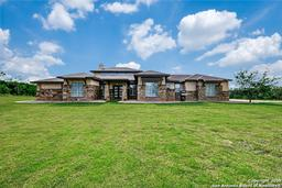 301 County Road 405, Floresville, TX 78114