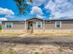 387 Covey Drive, Lytle, TX 78052