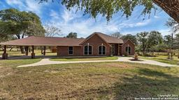 116 Harvest Ln, Floresville, TX 78114