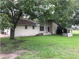 376 East Sylvan Street, Carmine TX 78932