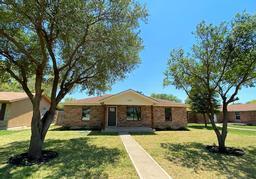 109 Rio Grande, Uvalde, TX 78801