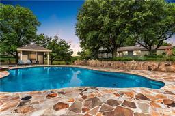 2275 W Moonlight Drive, Robinson, TX 76706